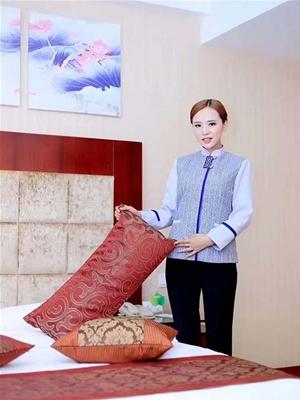 淡紫色典雅酒店服